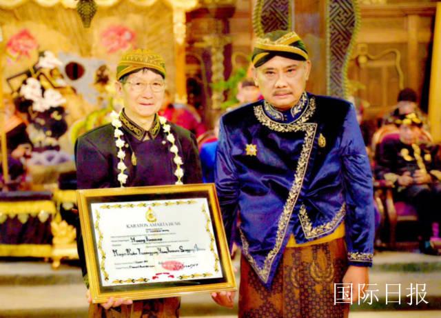 艺术成就被印尼皇室肯定_黄建南获伯爵册封